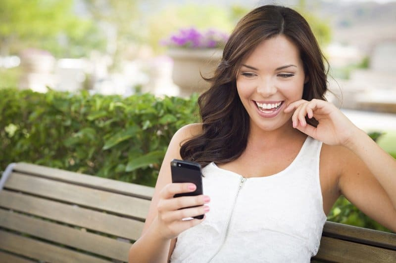 Use Your Phone To Find A Date - Not While On A Date